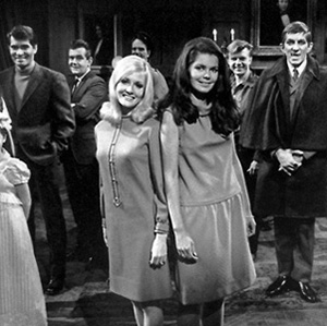 9 Terrifyingly Amusing Facts About Dark Shadows