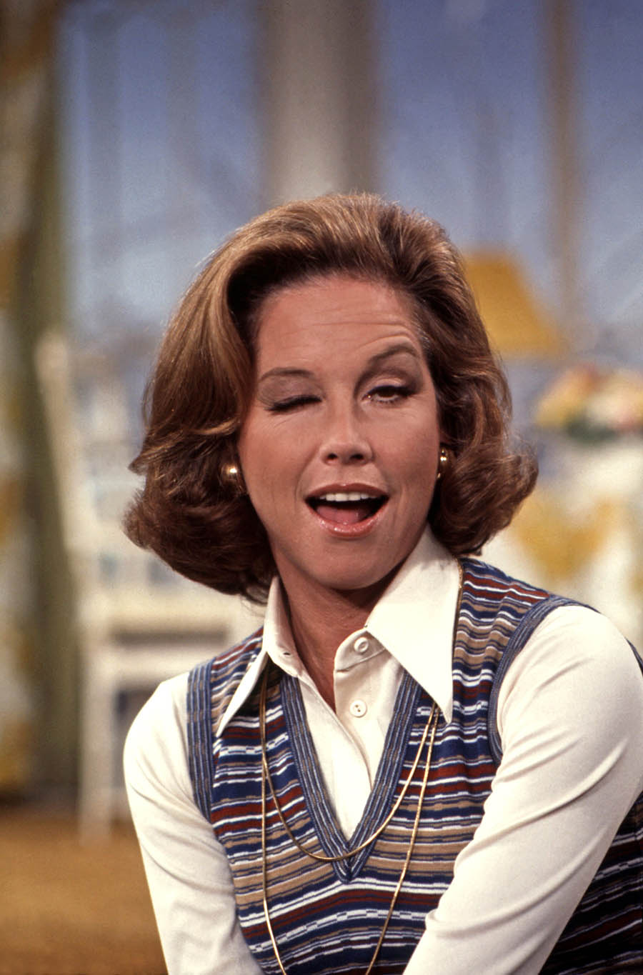 Miss Dorothy Brown ( Mary Tyler Moore )   Mary tyler moore